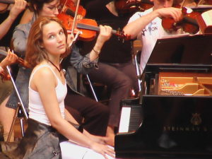 640px-Helene_Grimaud_Roque-d_Antheron_2004